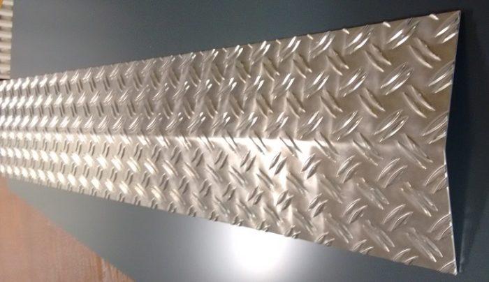 Warzenblech / Schwelle aus Aluminium Riffelblech in der Stärke 2,5/4 mm